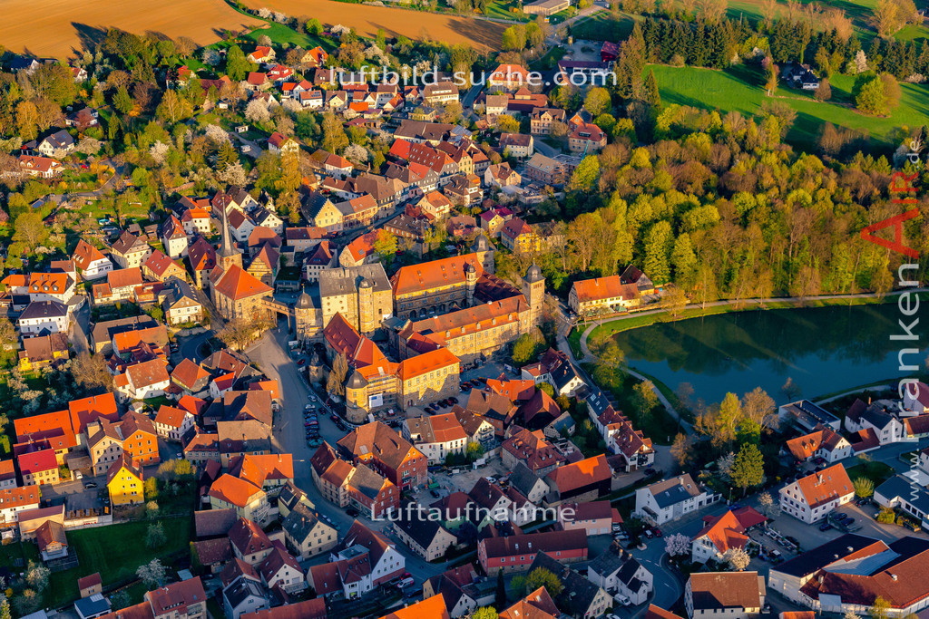 schloss-thurnau-18-212 | aktuelles Luftbild von Schloss Thurnau - Luftaufnahme wurde 2018 von https://frankenair.de mittels Flugzeug (keine Drohne) erstellt.