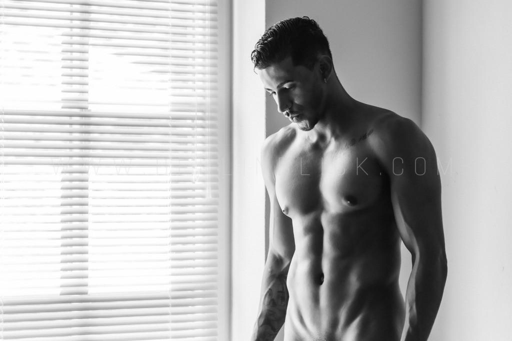 Diego am Fenster | Männerakt