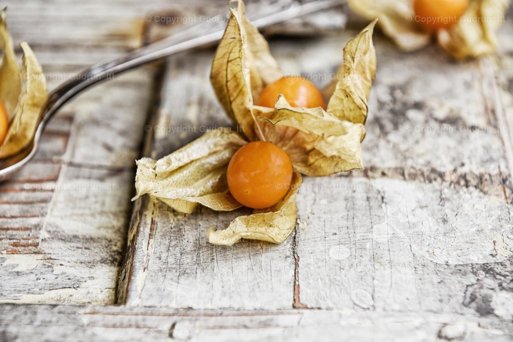 Physalis | Kreative Foodforografie: Physalis auf Holz