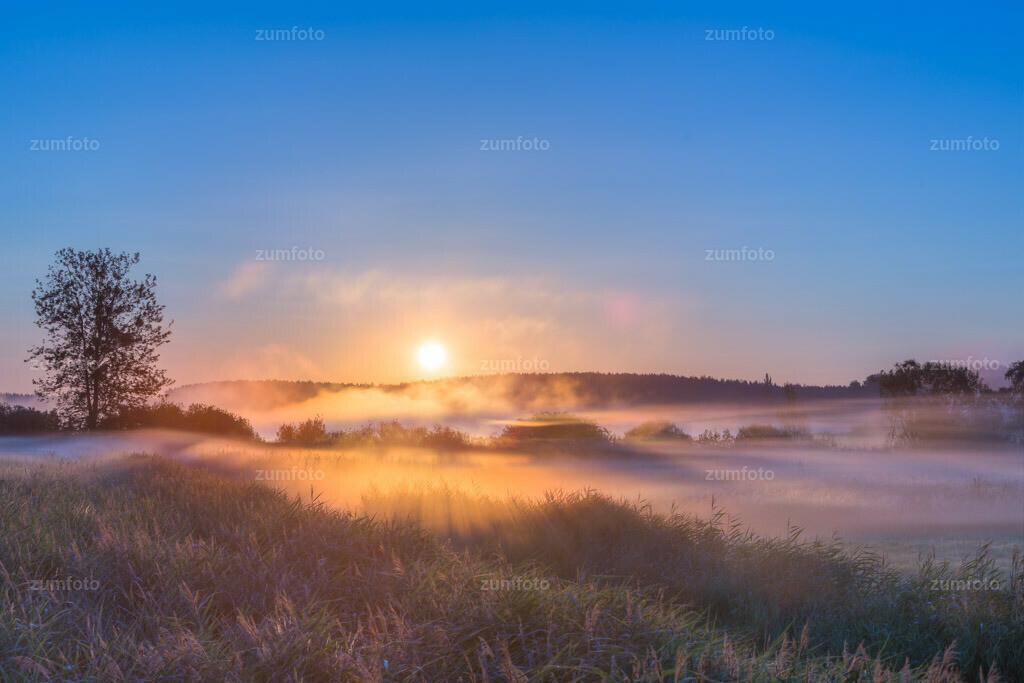 0-130721_0427-5719-26 | --Dateigröße 5760 x 3840 Pixel-- Sonnenaufgang über der Feisneck mit Nebelschwaden