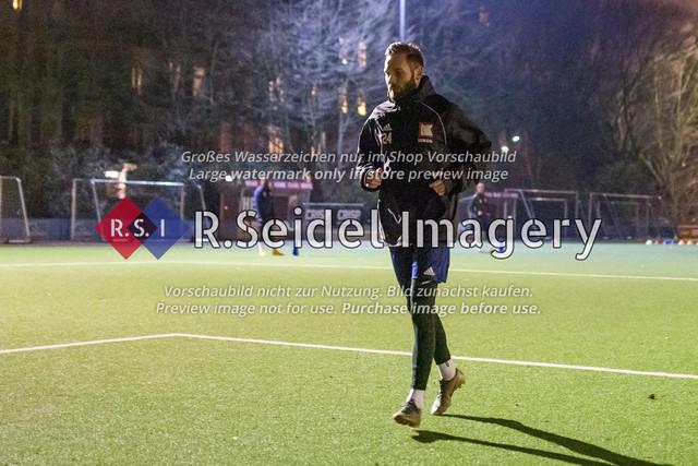 Nach Pandemie- und Winterpause darf der FC Teutonia 05 endlich das Training am Sportplatz Kreuzkirche wieder aufnehmen | Tino Schulze