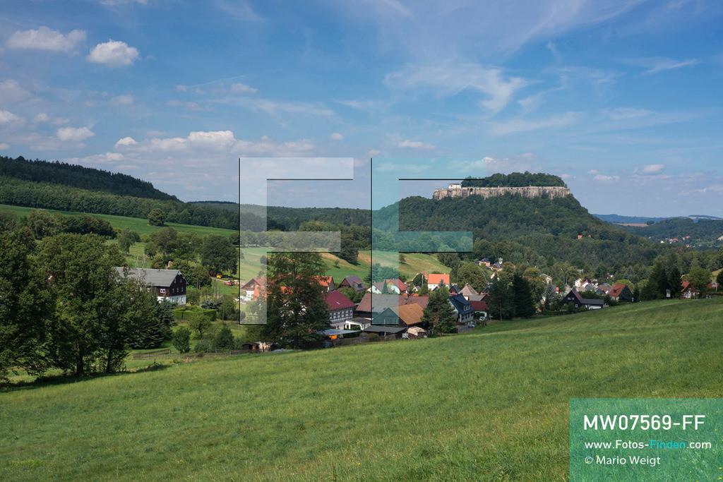MW07569-FF | Deutschland | Sachsen | Sächsische Schweiz | Blick auf Pfaffendorf und die Festung Königstein, eine der größten Festungen Europas.  ** Feindaten bitte anfragen bei Mario Weigt Photography, info@asia-stories.com **