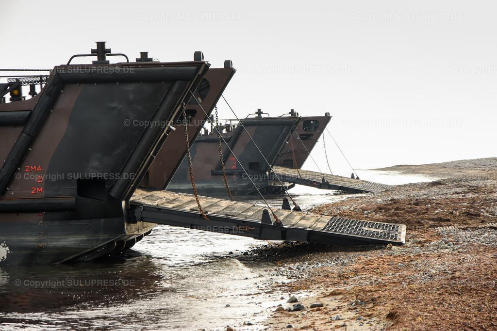 LCU Mk 10 L9732 und L9734 | 11.06.2019, seit Montag dem 10. Juni übt die Britische Royal Navy im Rahmen des Manövers BALTOPS 2019 Amphibische Kriegsführung mit den Landungsbooten der HMS Albion in der nördlichen Eckernförder Bucht in der Nähe des Campingplatzes Gut Ludwigsburg bei Langholz. LCU Mk 10 L9732 und L9734 mit offenen Rampen am Bug.