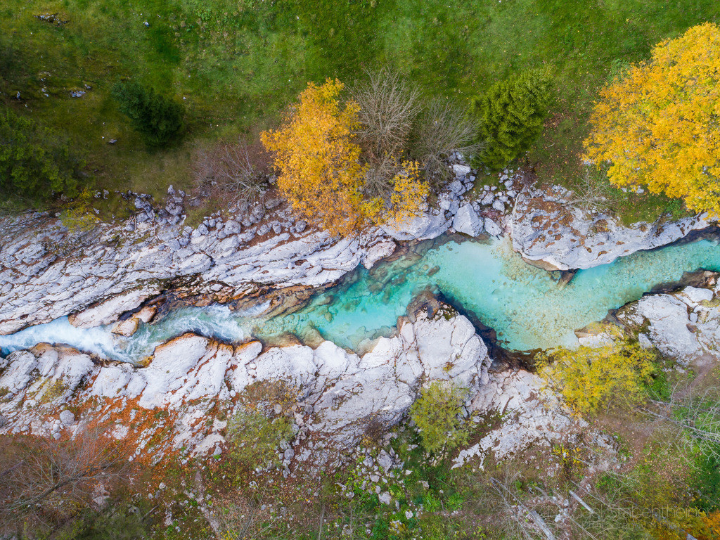 Soca in Slowenien | Luftaufnahme der Soca im Soca Tal in Slowenien