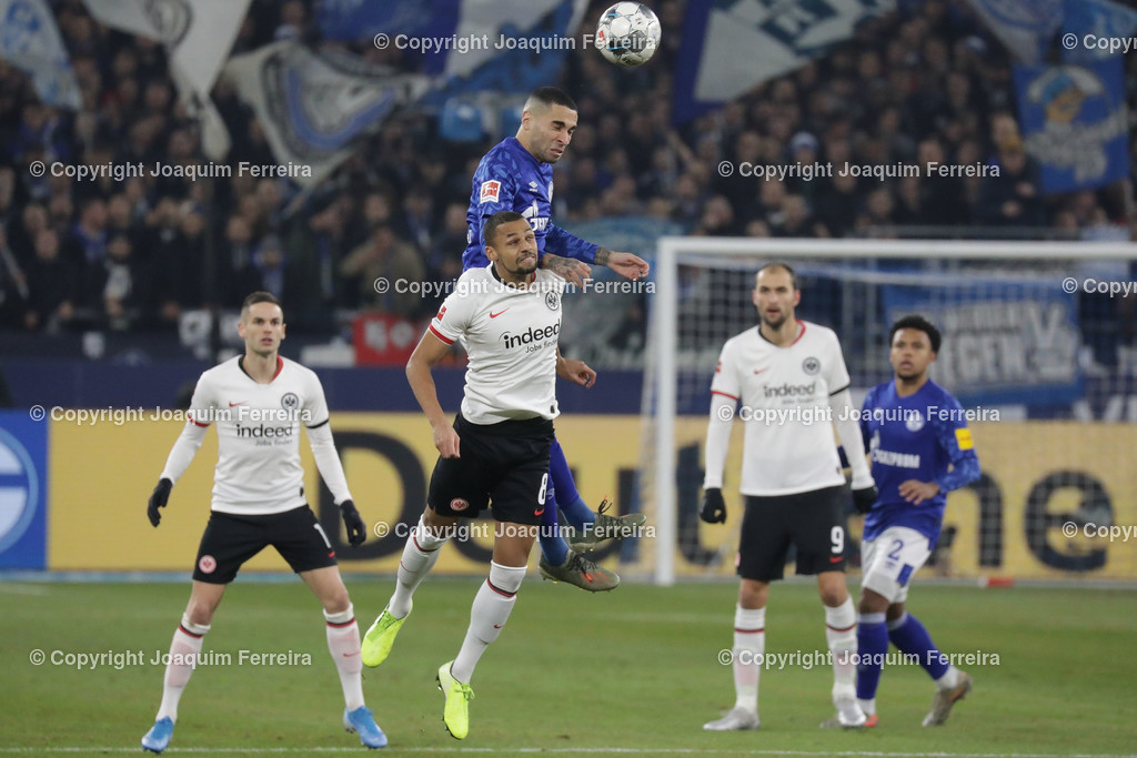 191215_schvssge_0050 | 15.12.2019 Fussball 1.Bundesliga, FC Schalke 04 - Eintracht Frankfurt  emspor  v.l.,  Djibril Sow (Eintracht Frankfurt), Mascarell (FC Schalke 04),Kopfball, Kopfballduell    (DFL/DFB REGULATIONS PROHIBIT ANY USE OF PHOTOGRAPHS as IMAGE SEQUENCES and/or QUASI-VIDEO)