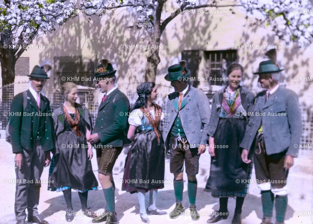 Gielge_10 | Die Jugend in traditioneller Tracht