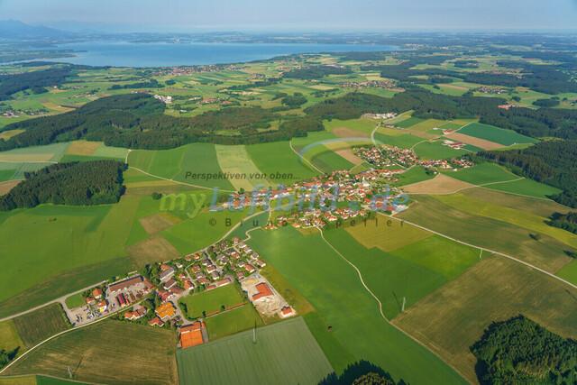luftbild-nussdorf-chiemgau-bruno-kapeller-06 | Luftaufnahme von Nußdorf im Chiemgau, Sommer 2018. Das Dorf befindet sich ca.5 km vom Chiemsee entfernt, Landkreis Traunstein.