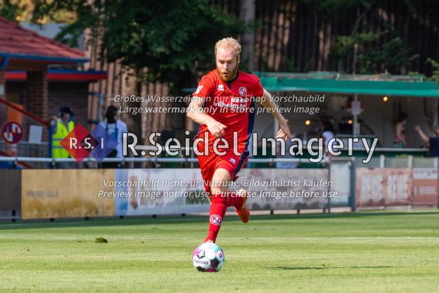 Fußball, Herren, LOTTO-Pokal Halbfinale, FC Eintracht Norderstedt - Altona 93, Edmund-Plambeck-Stadion, 16.08.2020 | Juri Marxen (#4, Norderstedt, Rechter Verteidiger)