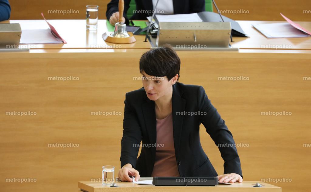 Frauke Petry am Rednerpult im sächsischen Landtag (3)
