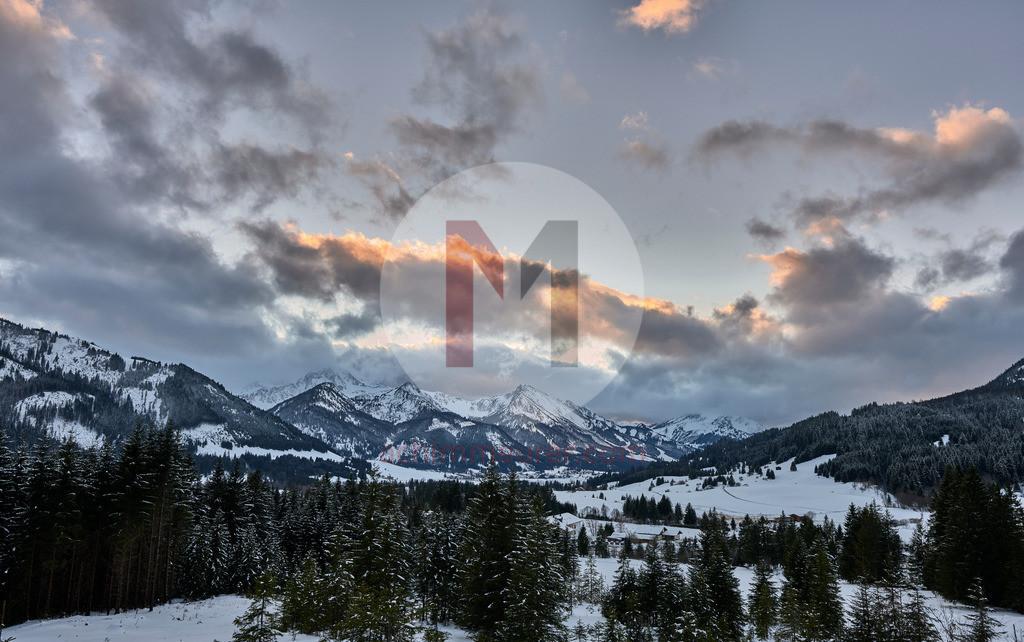 Sonnenuntergang im Winter, Tannheimer Tal, Tirol, Österreich