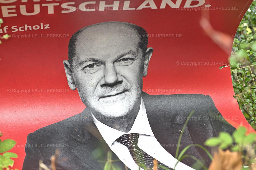 SPD Wahlplakat in Schleswig   Schleswig, ein SPD Wahlplakat mit Kanzlerkandidat Olaf Scholz und dem Slogan: