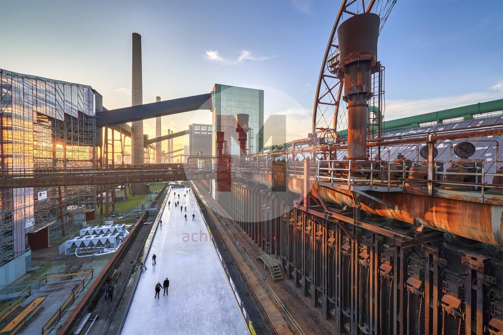 Sonnenuntergang über der alten Kokerei Zeche Zollverein in Essen im Ruhrgebiet