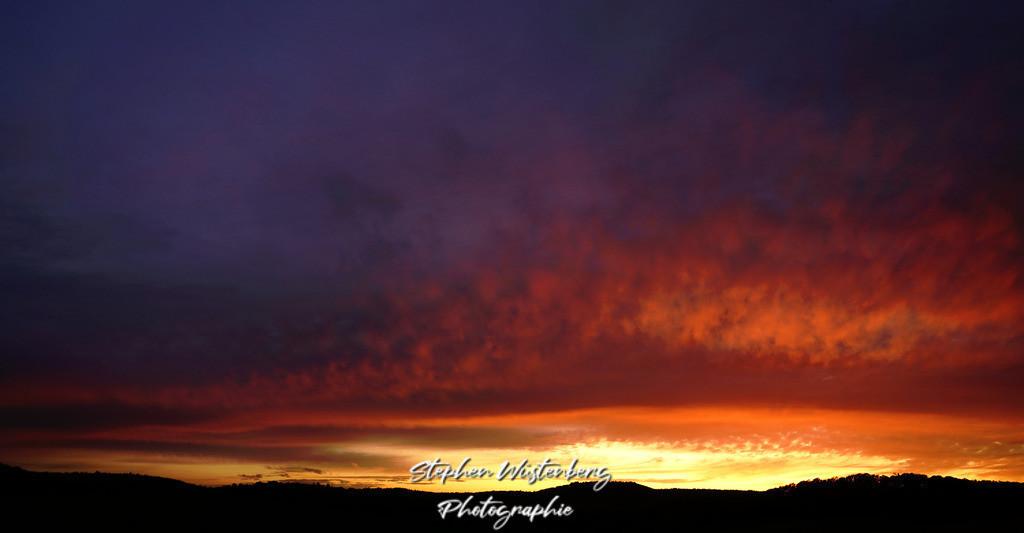 Sunset_Potzbach_RedClouds_24102019_DSC09824 - DSC09825_Nachgedunkelt