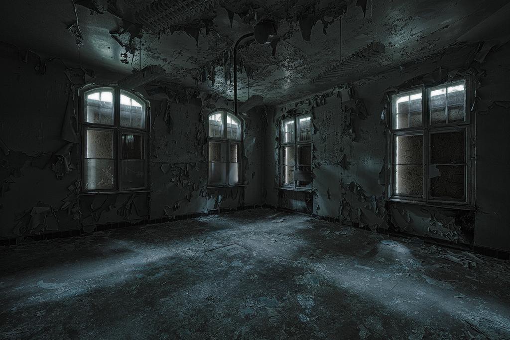 Vierbettzimmer | Großes Krankenzimmer in den Beelitz Heilstätten