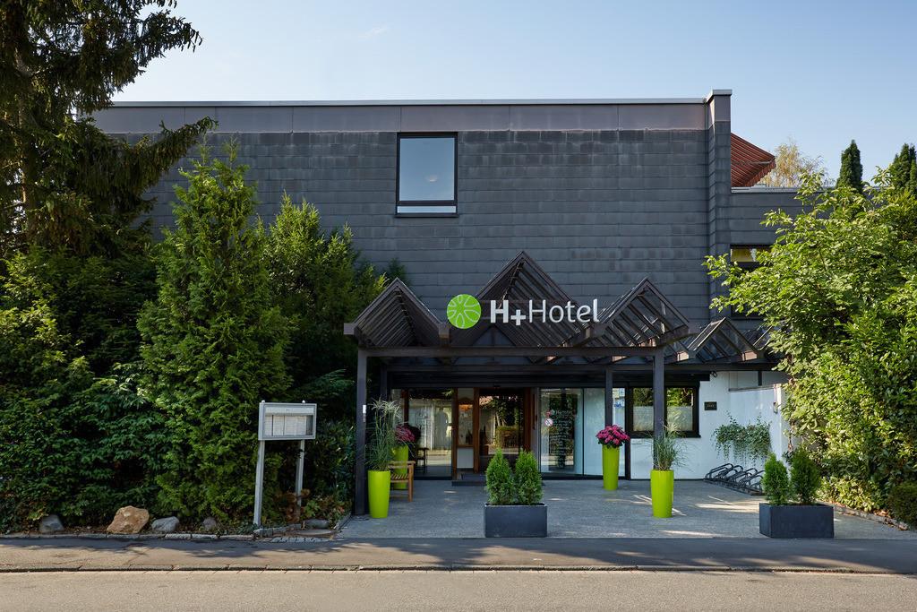 aussenansicht-eingang-tag-02-hplus-hotel-goslar