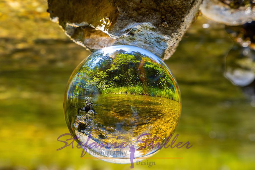 Beautiful riverscape through lensball / Zauberhafte Flusslandschaft durch Lensball