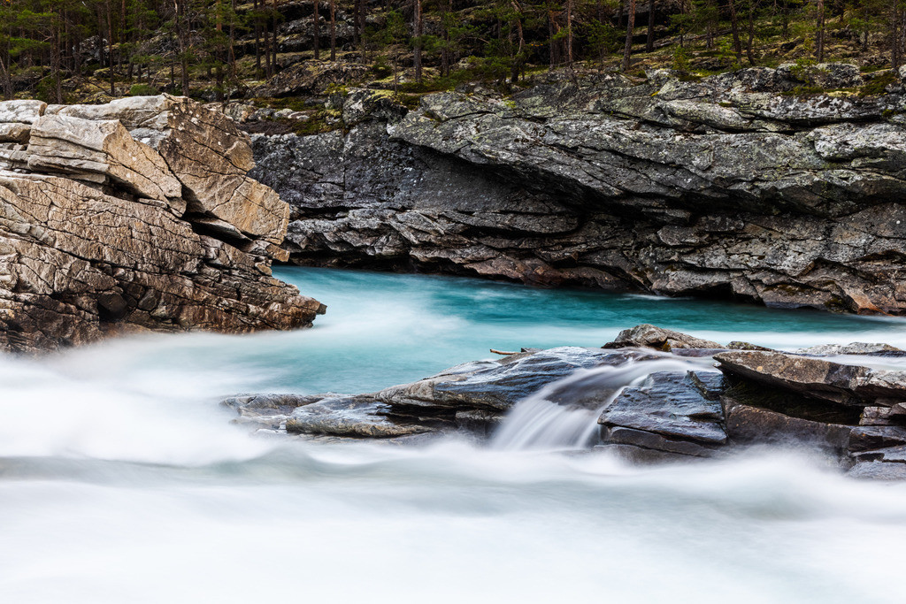 Turquoise mountain river | Looks almost like a painted river