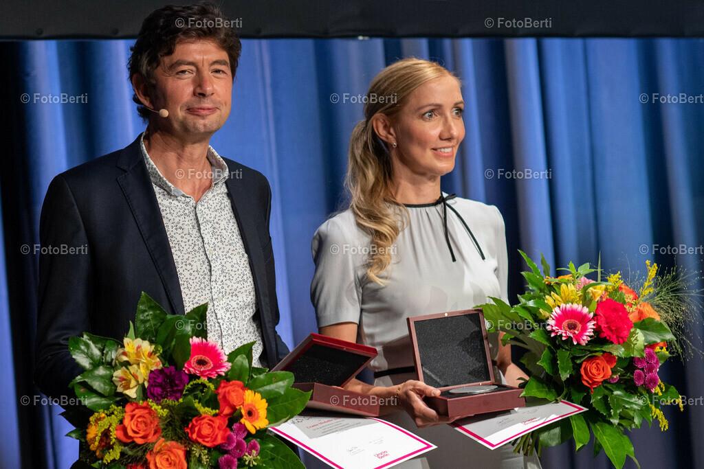 Verleihung der Urania-Medaillie | Preisträger: Virolog:innen-Duo Prof. Dr. Christian Drosten und Prof. Dr. Sandra Ciesek und
