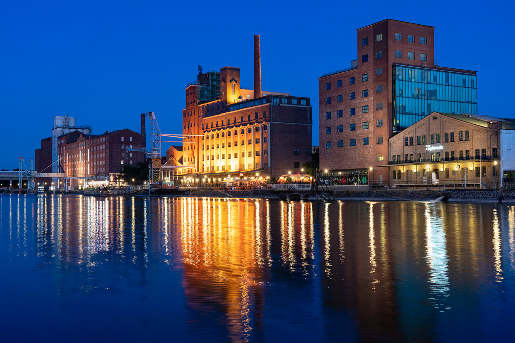 JT-200920 | Der Innenhafen, in Duisburg, Gebäude Küppersmühle,  und Werhahn-Mühle, Getreidespeicher mit Explorado Kindermuseum, rechts, NRW, Deutschland,