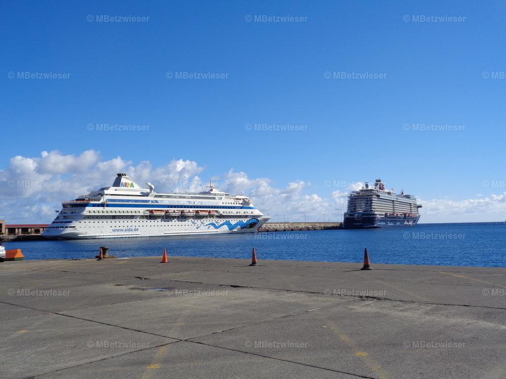 DSC00653   AIDA und Mein Schiff im Hafen von Santa Cruz de La Palma