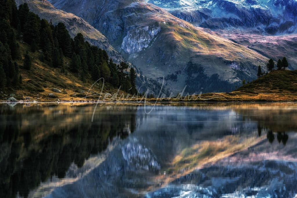 Spiegelungen im Bergsee