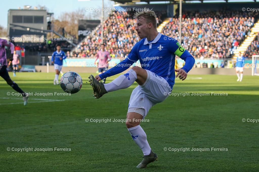 191221svdvshsv_0654 | 21.12.2019 Fussball 2.Bundesliga, SV Darmstadt 98-Hamburger SV emspor, despor  v.l.,  Fabian Holland (SV Darmstadt 98)    (DFL/DFB REGULATIONS PROHIBIT ANY USE OF PHOTOGRAPHS as IMAGE SEQUENCES and/or QUASI-VIDEO)