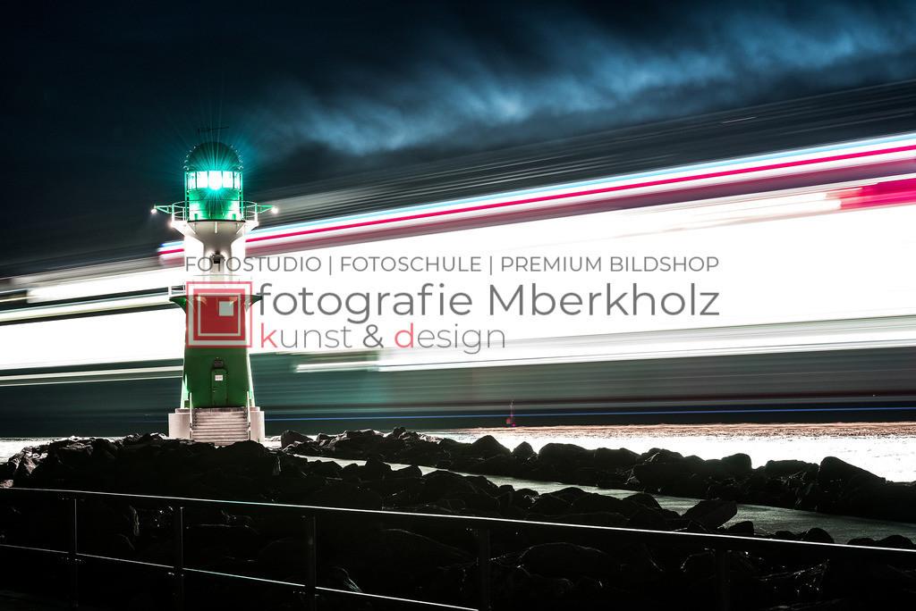 _MBE7071be   Die Bildergalerie Warnemünder Leuchtfeuer des Fotografen Marko Berkholz zeigt die Leuchtfeuer und die Hafeneinfahrt bei Tag, in der Nacht und außergewöhnlichen Langzeitbelichtungen auch unter Einbeziehung des digitalen Fotolabors.
