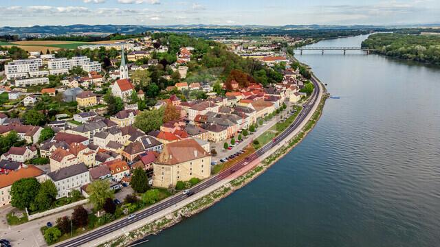 Mauthausen | Blick auf Mauthausen flußabwärts Richrung Donaubrücke