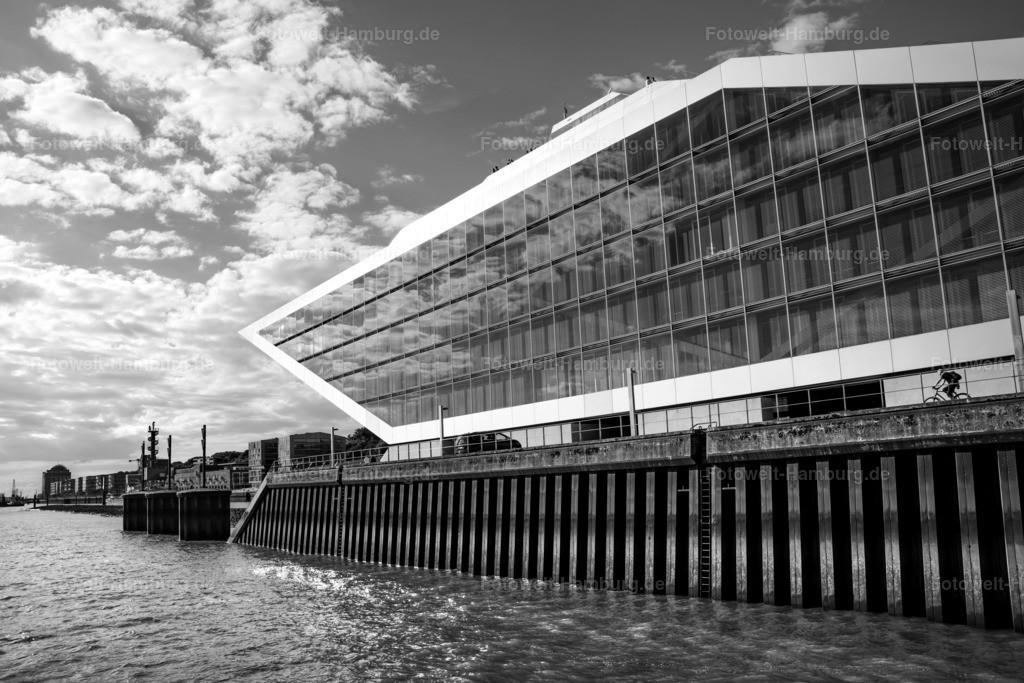 10210701 - Blick auf das Dockland   Das Dockland am Altonaer Hafen eindrucksvoll in Schwarzweiß in Szene gesetzt.
