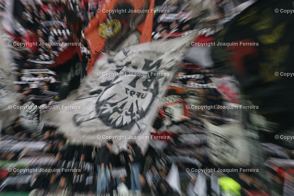 191212_efvsvs_0076 | 12.12.2019 Uefa Europaleague Eintracht Frankfurt-Vitoria Guimaraes emspor  v.l.,  Eintracht Frankfurt Fans, Stimmung, Schals, Trikots, Emotionen Foto:Joaquim Ferreira