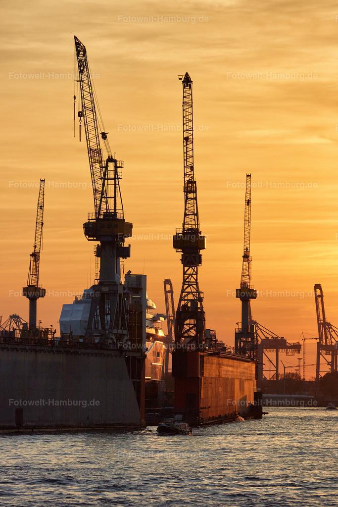 12019494 - Hafenkräne bei Sonnenuntergang