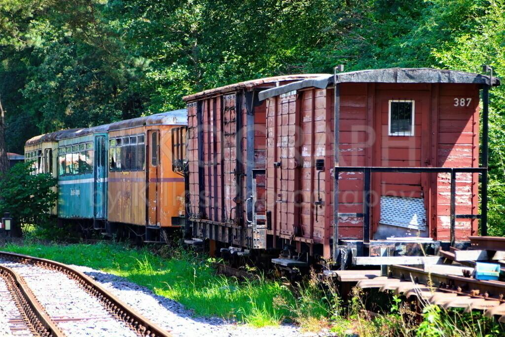 Eisenbahnwaggons | Güterwaggons der Sauerländer Kleinbahn sowie Personenwaggons diverser Inselbahnen.