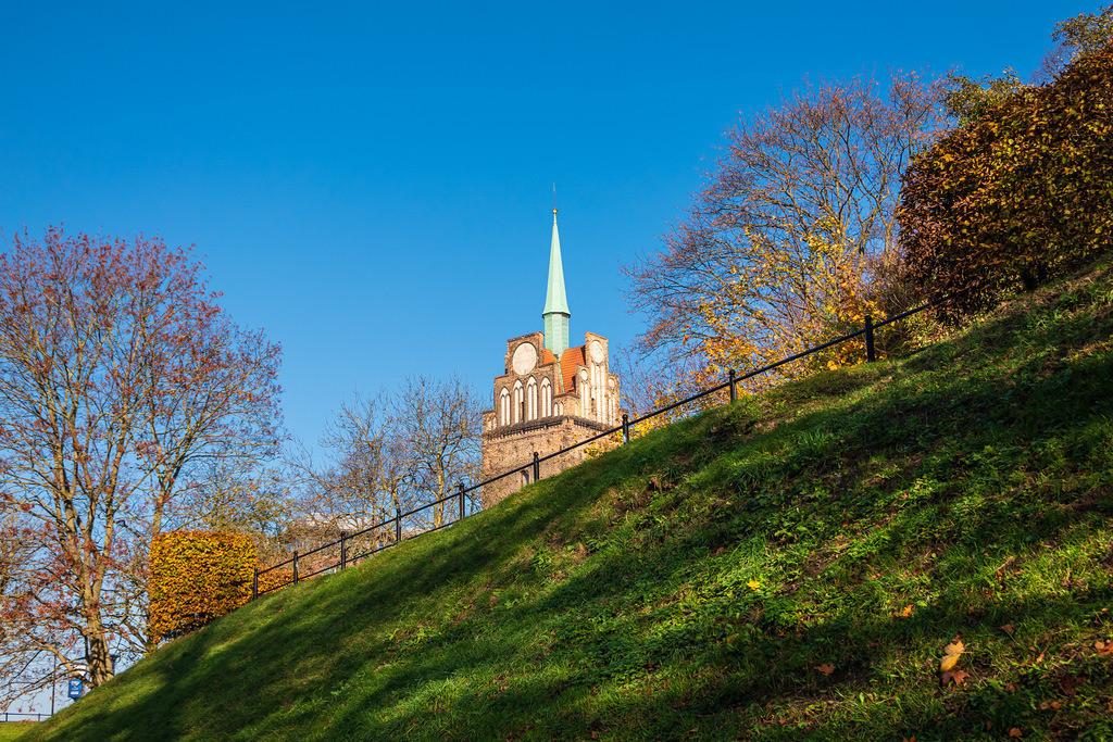 Blick auf das Kröpeliner Tor in der Hansestadt Rostock im Herbst   Blick auf das Kröpeliner Tor in der Hansestadt Rostock im Herbst.