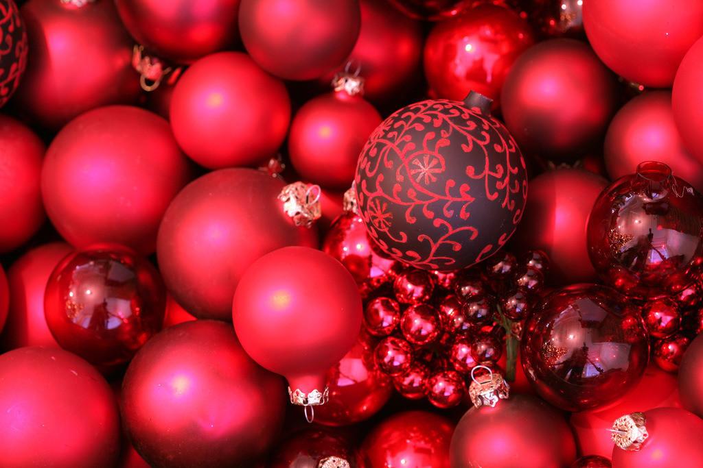Weihnachtsdekoration | Weihnachtsdekoration. Rote Christbaumkugeln.