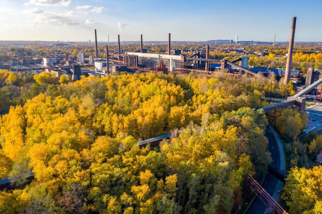 JT-181108-054 | Zeche Zollverein in Essen, UNESCO Welterbe, Kokerei Gelände, Halde Zollverein Park im Herbst,
