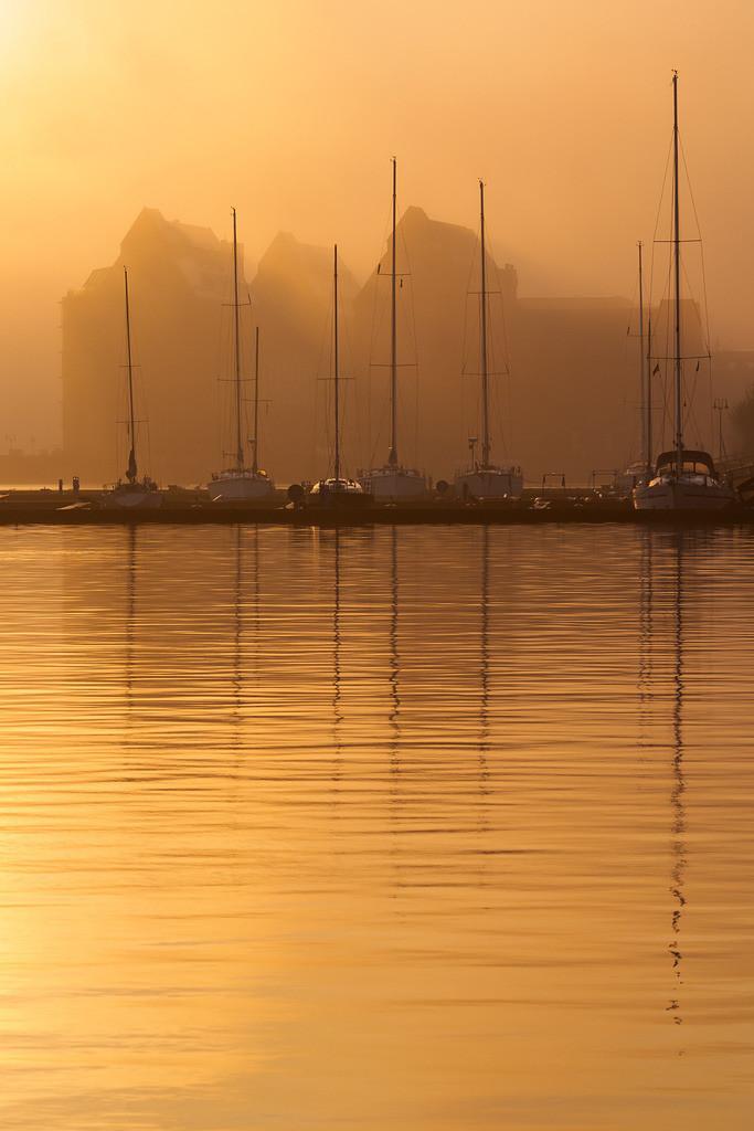 Sonnenaufgang im Stadthafen von Rostock | Sonnenaufgang im Stadthafen von Rostock.