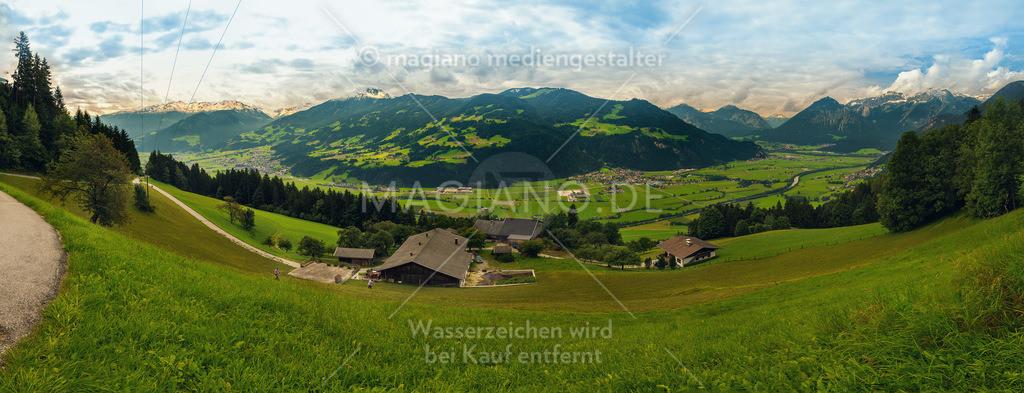 Panorama-Blick auf das vordere Zillertal, Höhe Schlitters