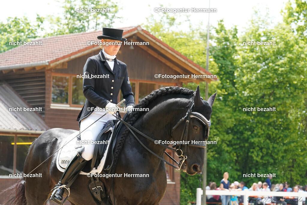 L_Foto-Production_Giesenbach2019_Starter009-4_Jessica-Wistop_Alejandro