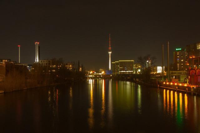 Berliner Fernsehturm bei Nacht | Berliner Fernsehturm und die Spree bei Nacht