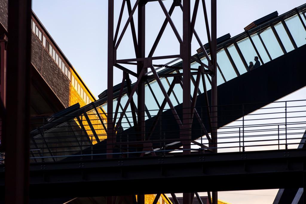 JT-181118-125   Zeche Zollverein in Essen, UNESCO Welterbestätte, Rolltreppe zur Kohlenwäsche, mit dem Ruhrmuseum, Bandbrücken,