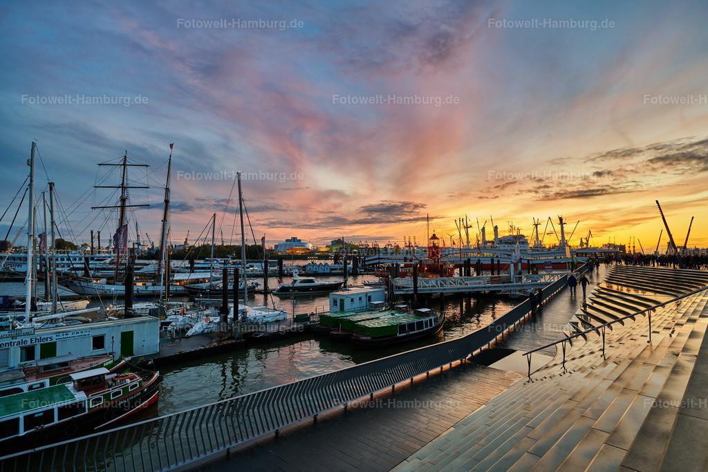 10210609 - Sonnenuntergang am Niederhafen | Blick von der Elbpromenade über den Niederhafen.