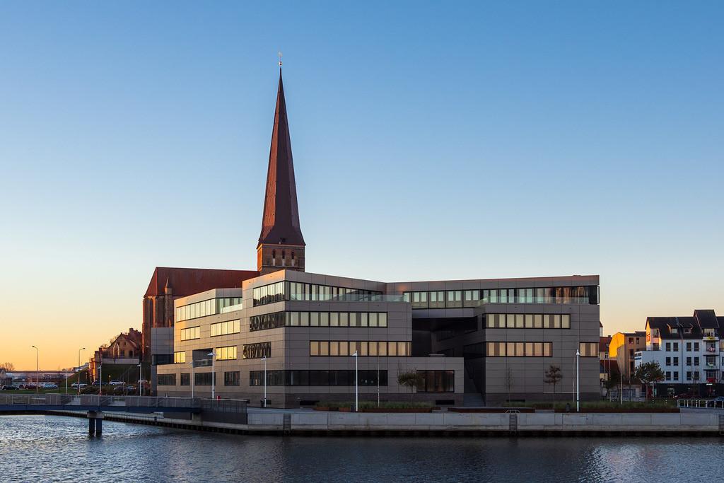 rk_05788   Der Stadthafen in Rostock am Morgen.