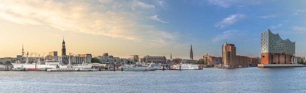 Großes Hafenpanorama Hamburg | Der Hamburger Hafen von der Cap San Diego bis zur Elbphilharmonie