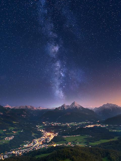 Sternenhimmel über den Alpen | Im Spätsommer steht die Milchstraße in den Alpen am späten Abend senkrecht über dem Horizont. In diesem Fall über dem Watzmann bzw. der Watzmannfrau. Der Sternenhimmel über Berchtesgaden ist fantastisch und das Alpenpanorama tut sein übriges.