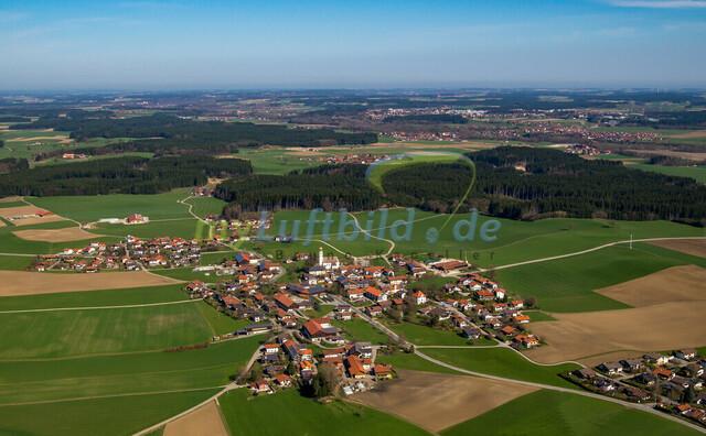 luftbild-nussdorf-chiemgau-bruno-kapeller-105 | Luftaufnahme von Nußdorf im Chiemgau, Frühling 2014. Das Dorf befindet sich ca.5 km vom Chiemsee entfernt, Landkreis Traunstein.