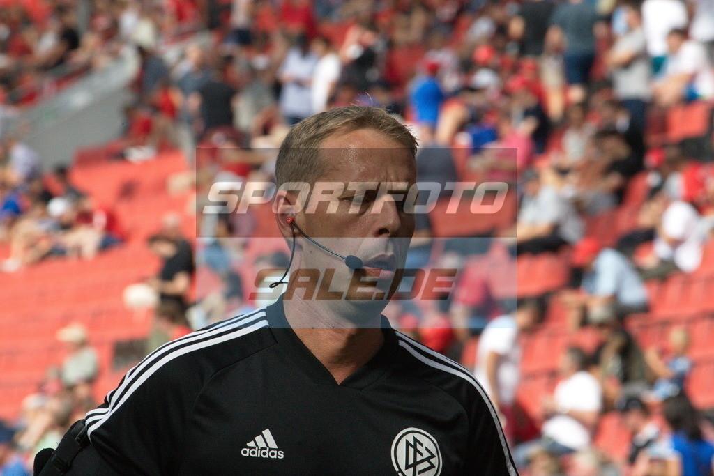 Bayer 04 Leverkusen - TSG 1899 Hoffenheim | Linienrichter Thorsten Schiffner