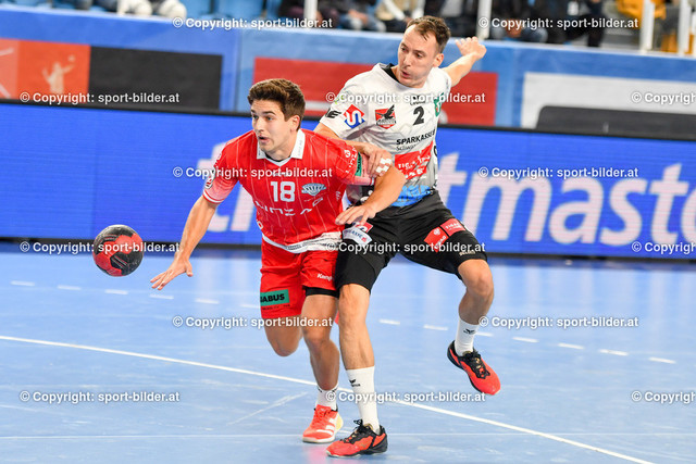 AUT, HLA, HC Linz AG vs Schwaz Handball Tirol   09.10.2021, Sporthauptschule Linz-Kleinmuenchen, AUT, HLA, HC Linz AG vs  Schwaz Handball Tirol, im Bild Tine Gartner (Linz) vs Alexander Wanitschek (Tirol)