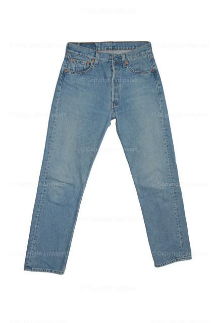 Blue Jeans | Eine Jeanshose über weißem Hintergrund (freigestellt).