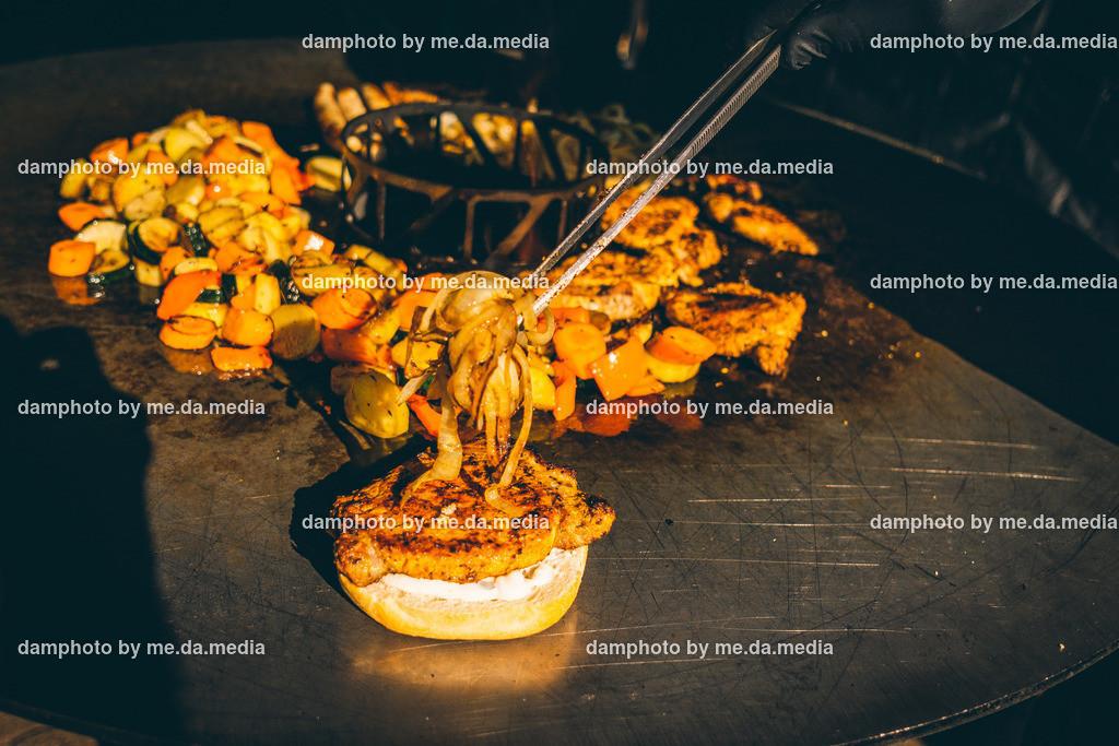 Feuerplatte grillen Burger, Gemüse, Steaks | Grillen von Grillgemüse, Burger, Scampi, Steaks, Burgern auf der Feuerplatte