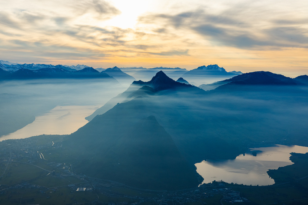 Mysterious atmosphere on Lake Lucerne | Wafts of mist create a mysterious atmosphere on Lake Lucerne in the evening.